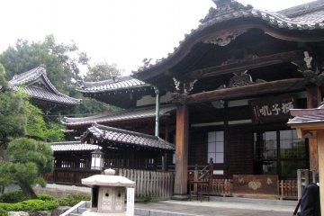 Храм Сэнгакудзи в Токио