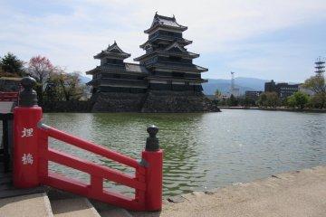 Территория замка Мацумото