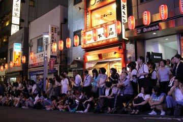 На фестивалях можно увидеть традиции Японии