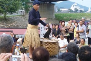 Traditional cormorant fisherman explains his craft to the crowds