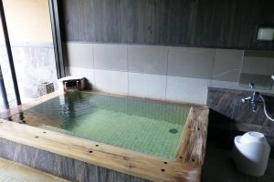 The indoor bath of Aoi, one of the private rooms