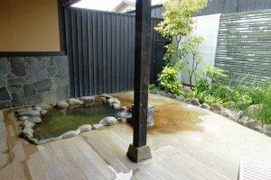 Aoi's outdoor rock bath