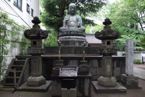 Seated statue