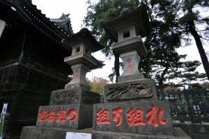 Robust stone lanterns
