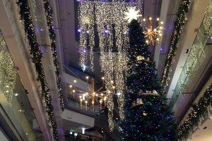 Рождественская елка в Omotesando Hills