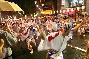 Koenji Awa Odori in full swing