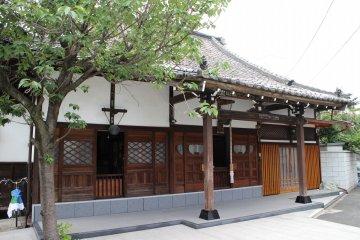 Visit the historical sites of Shinagawa