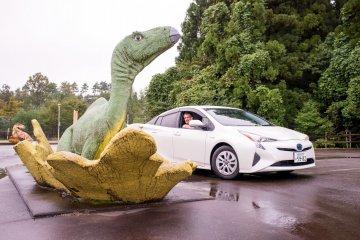 Hay dinosaurios por doquier en los caminos de Fukui