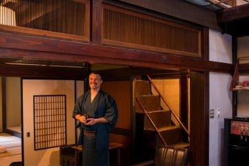 Rentando una bodega completa - Oyatsu