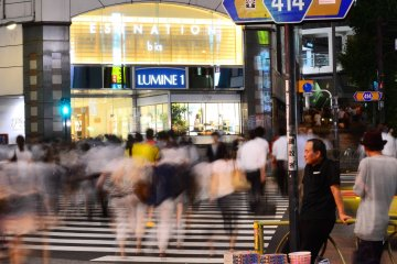<p>Shinjuku station is surrounded by several shopping malls;&nbsp;Lumine featured here is just an example.</p>
