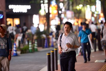 <p>Shinjuku is a commercial district&nbsp;and has many offices, so it&#39;s a good place to spot &quot;salary men&quot;!</p>