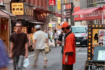 <p>Several restaurants employ&nbsp;hosts that attract and invite customers</p>