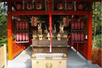 地主神社像