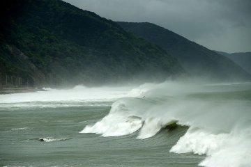Typhoon-hit waves off of Hyogo