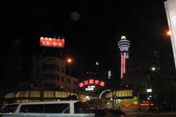 電電城的南端是新世界、可看到通天閣