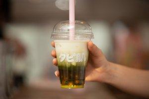 Matcha bubble tea latte