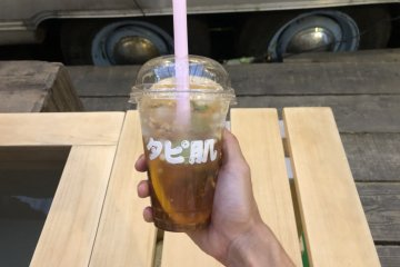 Ginger sparkling bubble tea with fruit