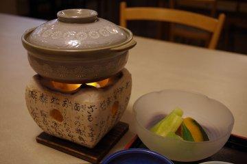 Rakuraku, the Japanese restaurant on the ground floor of the East Wing, serves Kyoto cusine including tofu hotpot