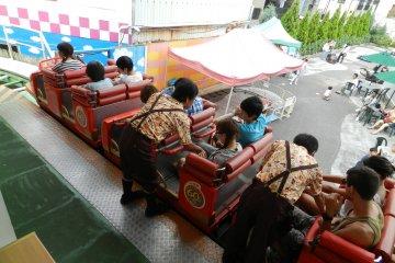 <p>Rollercoaster safety checks</p>