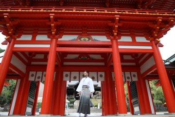 Getting to know Omi-jingu Shrine in full kimono attire