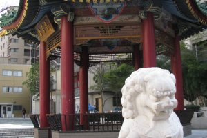 Chinese 'Fu' dogs are similar to japanese 'Komainu'