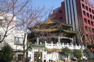 Chinese architecture differs from Japanese in shape