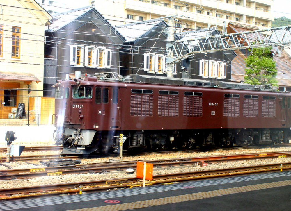 Upon our arrival at Kofu Station, this classic maroon-shaded train greeted us from outside our train's windows.
