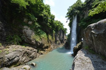 Watagataki Waterfall, a gentle 60 to 90 minutes ride from Tsurugi
