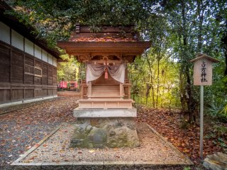 Located towards the back of Akiru Shrine, I stumbled across this other structure which is actually a separate shrine known as Urakata Jinja