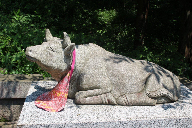 A cow statue in Fujisan Hongu Sengen Taisha