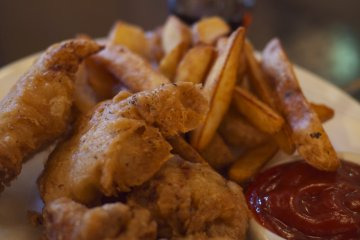 <p>amazing beer batter fish &amp; chips using local fish</p>