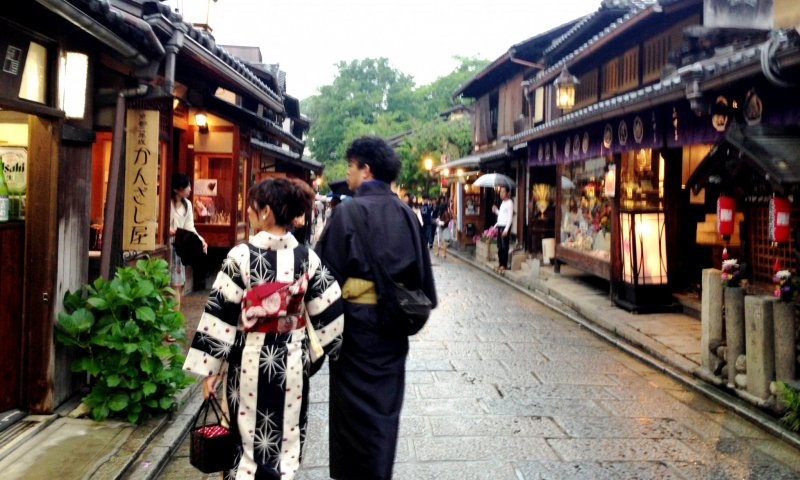 Stop by the heritage shops on the way from Gion to Sannenzaka