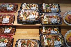 Mua đồ ăn thức uống giảm giá ở Nhật