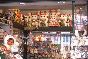 Maneki neko is a popular souvenir in Japan