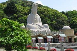 Ryozen Kannon brings peace to the memorial...