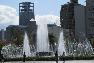 Вечный фонтан в честь жертв атомной бомбы