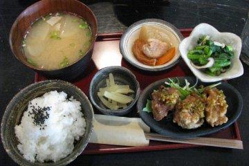 ...и традиционный японский обед