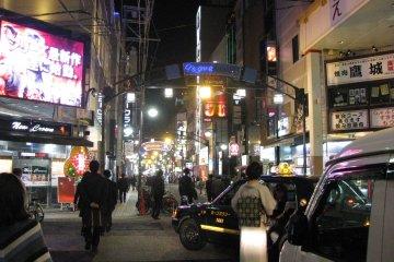 Ночная жизнь бурлит в Хиросиме