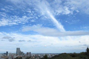 Просторное небо над Сендаем