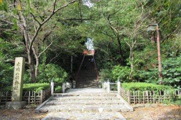Путь к храму по ступеням - своего рода испытание