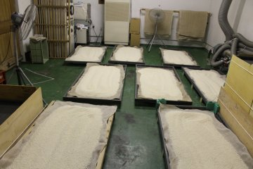 Toshimaya Shuzo Brewery - molding the rice