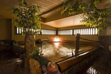 Замечательная деревянная ванна