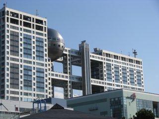 Здание Фудзи ТВ, спроектированное Кэндзо Тангэ