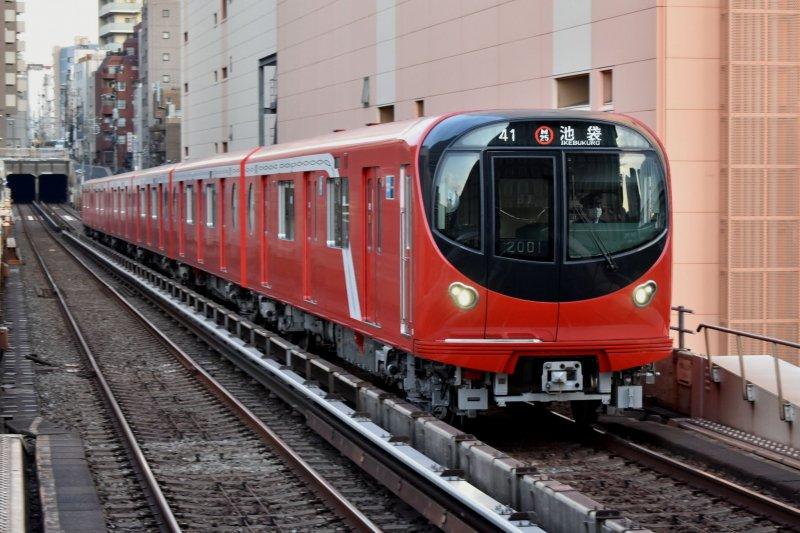 New Marunouchi Line subway trains