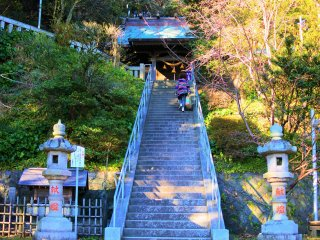The stairs toward Amanawa Shinmeigu Shrine