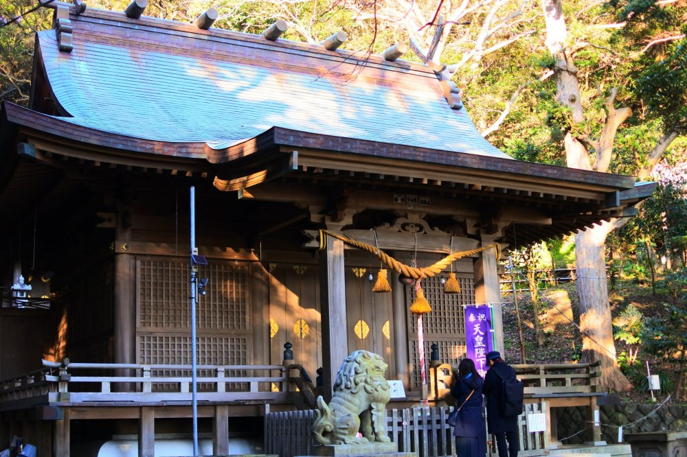 Worship at Amanawa Shinmeigu Shrine