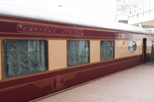 The lounge car from outside
