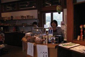 Yajiro Kokeshi-mura gift shop