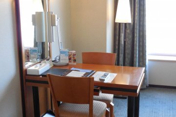 Executive Twin room - a desk for two