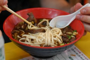 A Taiwanese cuisine favorite: beef noodle soup!